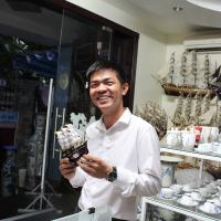 Khách hàng tàu thuyền mô hình tại Mỹ Nghệ Việt