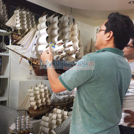 Anh Nam mua thuyền tại Mỹ Nghệ Việt_compressed